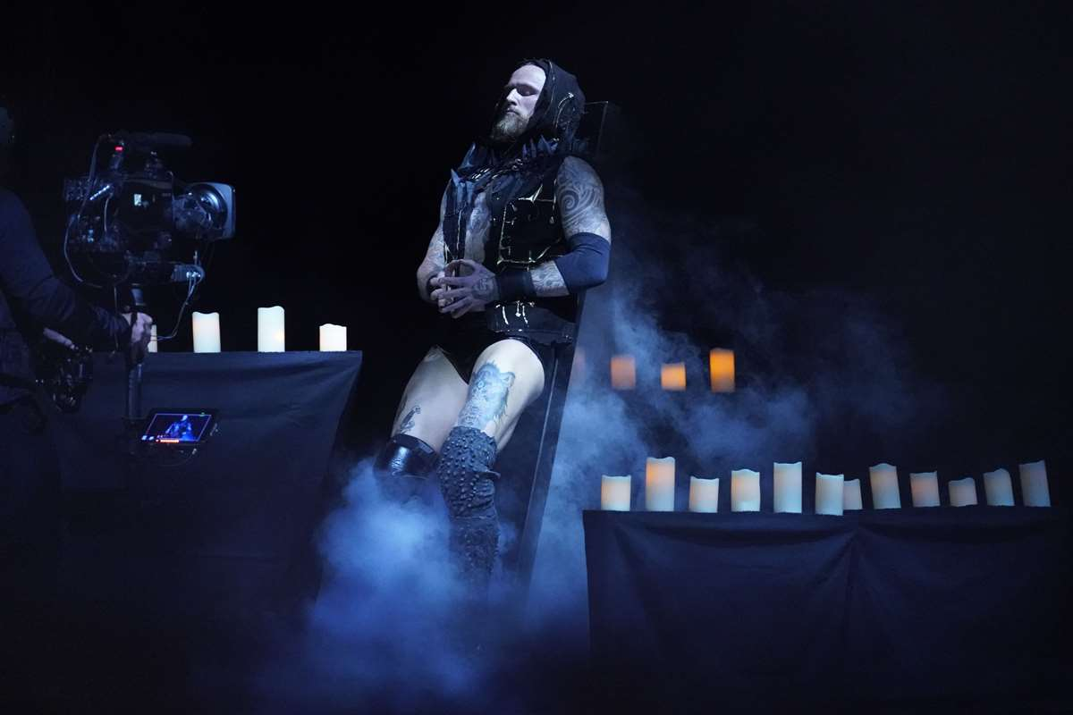 WWE: Aleister Black se impone a Cesaro en Extreme Rules