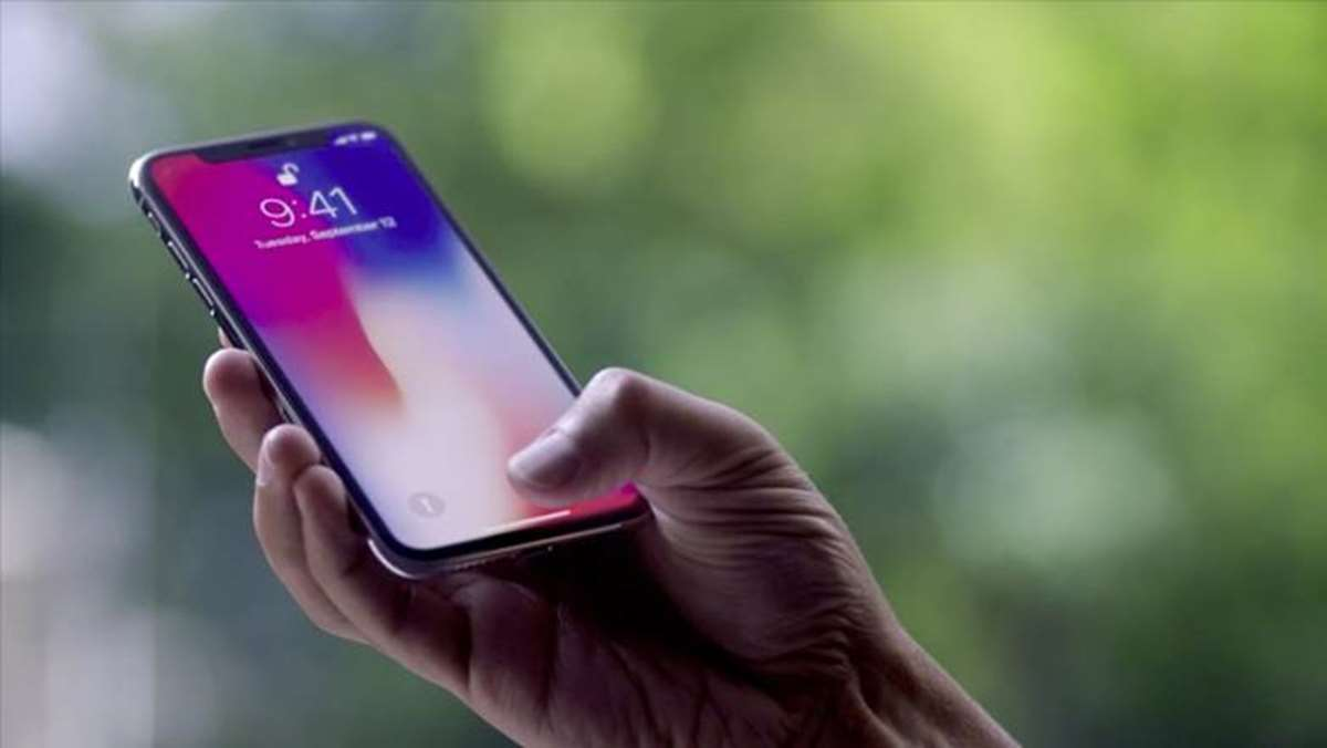 Apple ya piensa en 3 iPhone X para 2018